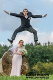 Akční-fotografování-svatby-Svatební-fotograf-ve-výskoku-svatba