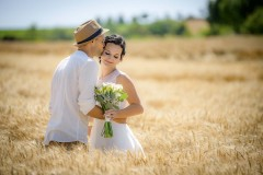 Svatební-foto-v-poli-LukyFoto
