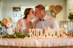 svatba-focení-u-stolu