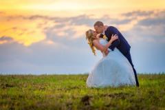 svatební-foto-při-západu-slunce