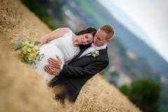 svatební-foto-pole-těhotná-nevěsta-