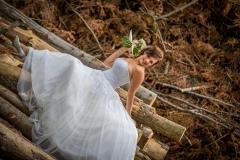svatební-fotograf-fotografování-v-lese